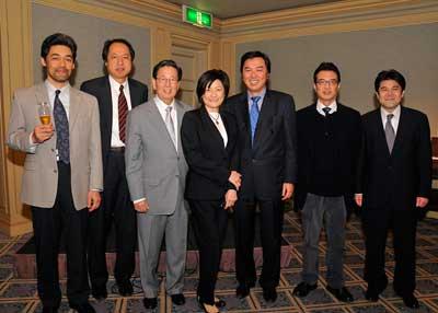 Drs. Masataka Sakane, Hiromichi Fujie, Dr. and Mrs. Woo, Shinro Takai, Masahiko Noguchi and Nobuyoshi Watanabe (Not pictured: Dr. Akihiro Kanamori)